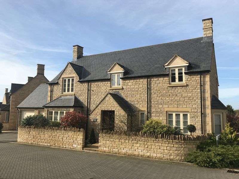 5 Bedrooms Detached House for sale in Beecham Close - Corinium Via - Cirencester - GL7