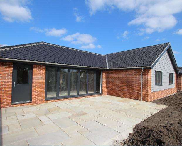 4 Bedrooms Detached Bungalow for sale in Holt Road, Horsford, Norwich, Norfolk