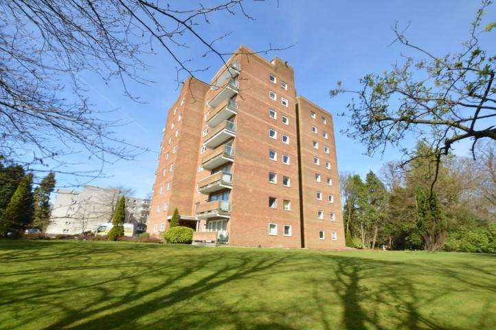 4 Bedrooms Flat for sale in 29 Norwood Park, Bearsden, G61 2RF