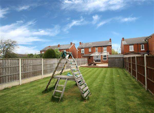 3 Bedrooms Semi Detached House for sale in Mount Avenue, Hemsworth