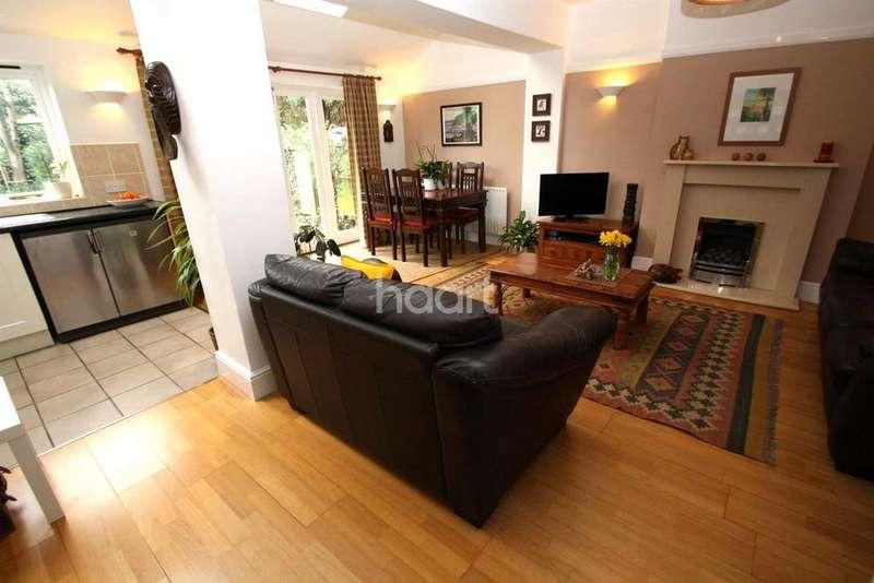 3 Bedrooms Semi Detached House for sale in Litlte Glen Road, Glen Parva, Leicester