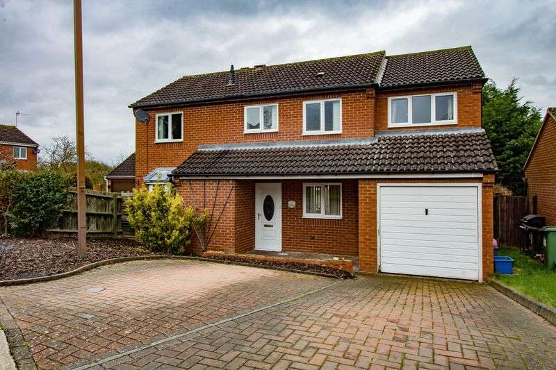 4 Bedrooms Detached House for sale in Vyne Crescent, Great Holm, Milton Keynes