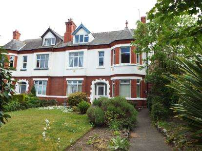3 Bedrooms Flat for sale in Abergele Road, Old Colwyn, Colwyn Bay, Conwy, LL29