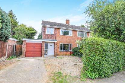 3 Bedrooms Semi Detached House for sale in Willow Road, Potton, Sandy, Bedfordshire