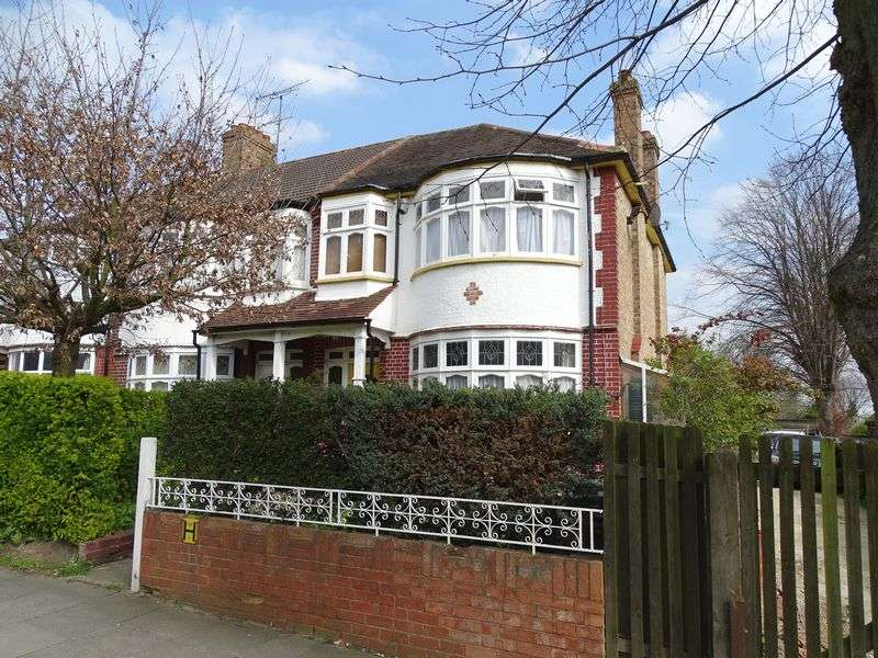 3 Bedrooms Terraced House for sale in Lombard Road, London