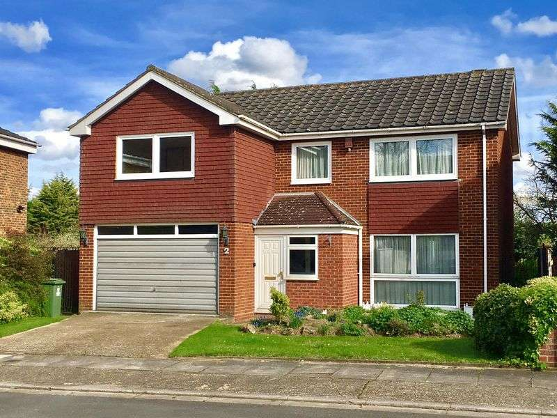 4 Bedrooms Detached House for sale in Nutmead Close, Bexley