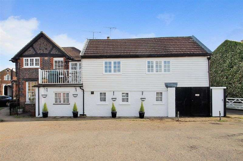 3 Bedrooms Flat for sale in The Green, Ripley