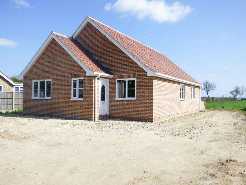 3 Bedrooms Detached Bungalow for sale in The Street, Tivetshall St. Mary, Norwich