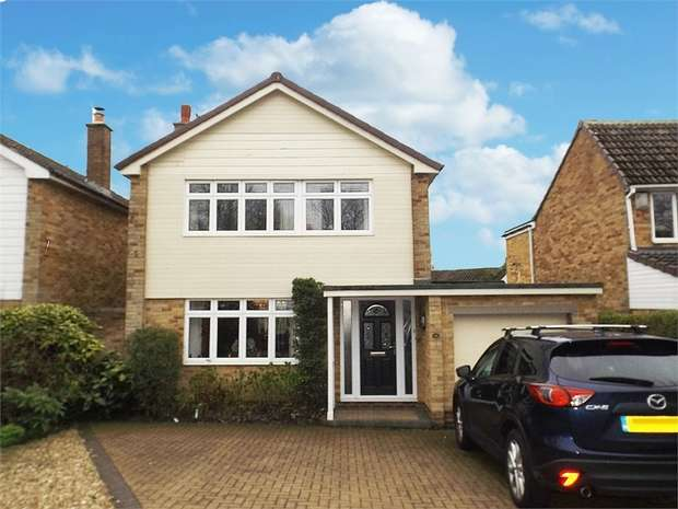 3 Bedrooms Detached House for sale in Pinewood Crescent, Heighington Village, Newton Aycliffe, Durham