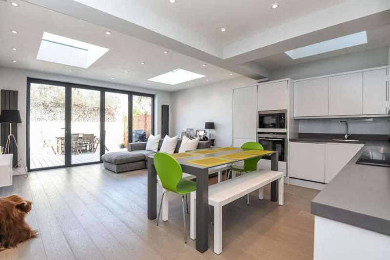 2 Bedrooms Flat for sale in Cologne Road, Battersea, SW11