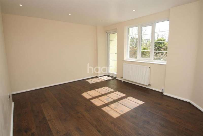 2 Bedrooms Flat for sale in Leigh Heath Court