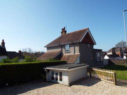 3 Bedrooms Detached House for sale in Poole, Dorset