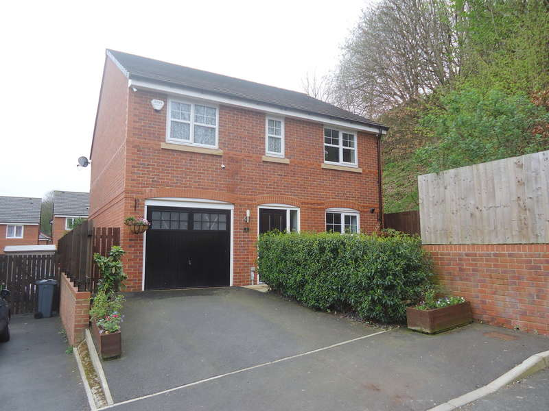 4 Bedrooms Detached House for sale in Dark Wood Close, Crumpsall, M8