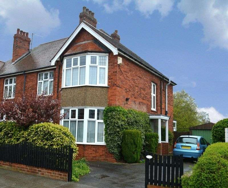 3 Bedrooms Semi Detached House for sale in Lee Road, Lincoln