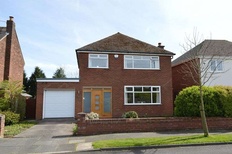 3 Bedrooms Detached House for sale in Lynwood Avenue, Lowton