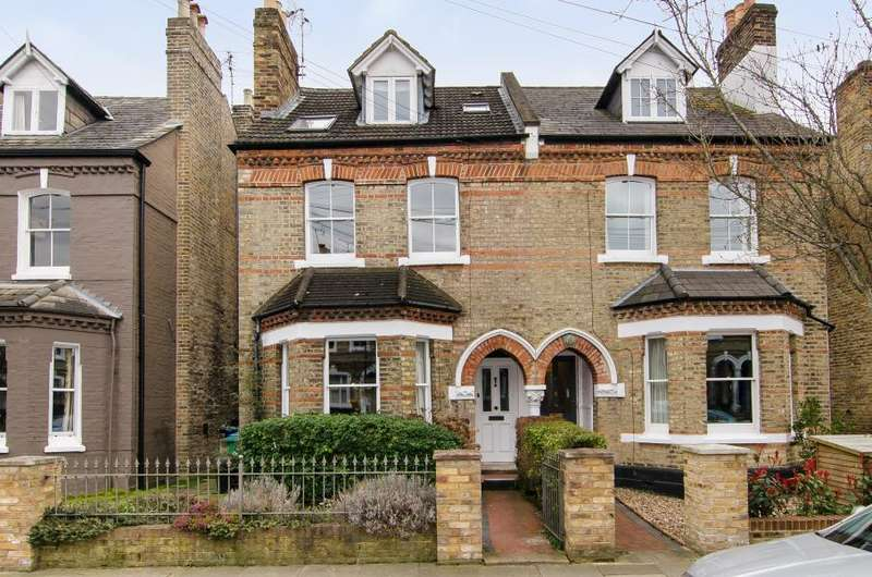 4 Bedrooms Semi Detached House for sale in Haggard Road, Twickenham, TW1