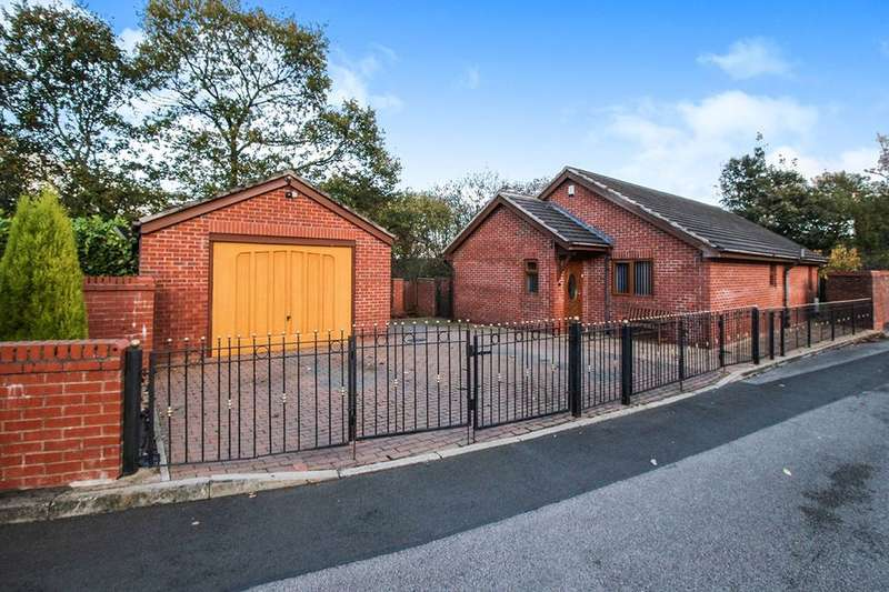3 Bedrooms Detached Bungalow for sale in Wood Lea Chase, Clifton, Manchester, M27