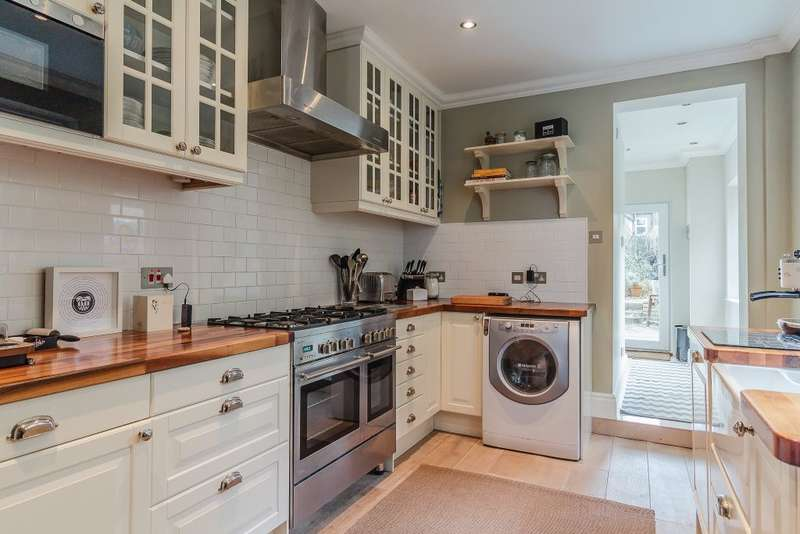 1 Bedroom Ground Flat for sale in Gould Road, Twickenham, TW2