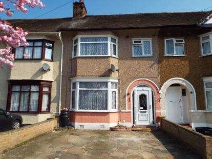 3 Bedrooms Terraced House for sale in Newbury Park, Essex