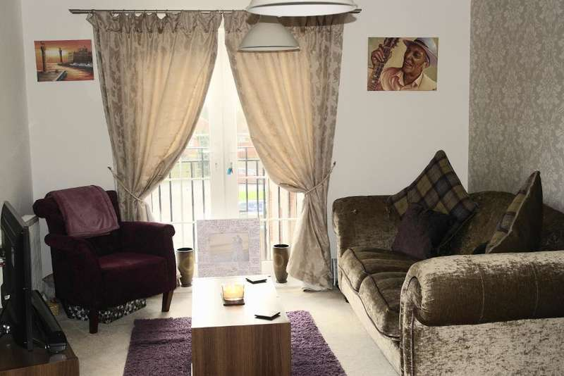 2 Bedrooms Flat for sale in Lambeth Hall Court, Hull, HU7 4WN