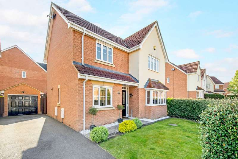 4 Bedrooms Detached House for sale in Hever Close, Pitstone