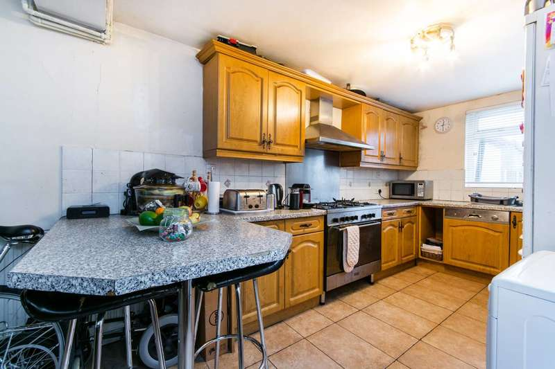 3 Bedrooms House for sale in Dennett Road, Croydon, CR0