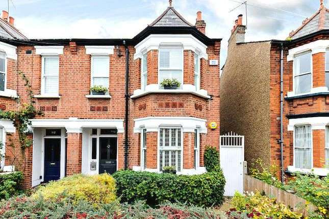 2 Bedrooms Ground Flat for sale in Clifden Road, Brentford, TW8 0PF
