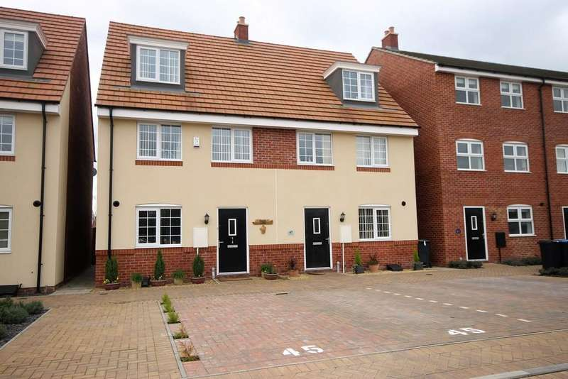 3 Bedrooms Semi Detached House for sale in Sansome Drive , Hinckley