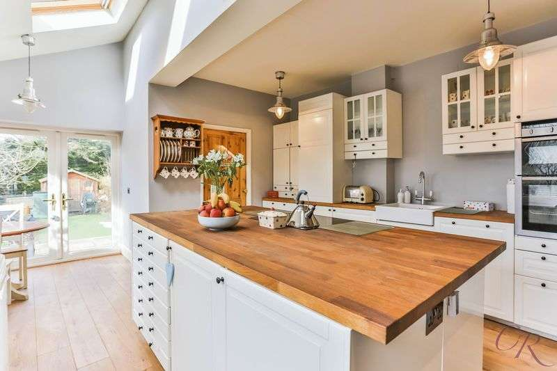 3 Bedrooms Terraced House for sale in Charlton Kings