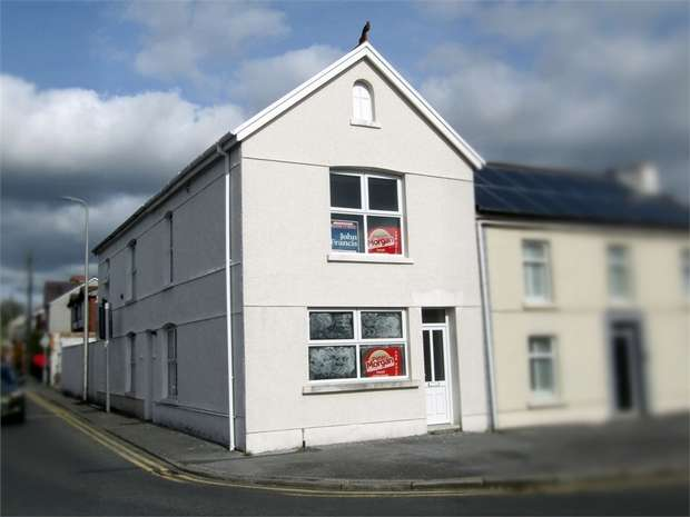 2 Bedrooms Flat for sale in Pemberton Road, Llanelli, Carmarthenshire
