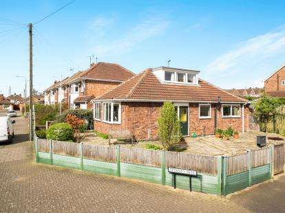 2 Bedrooms Bungalow for sale in Spinney Rise, Toton, Nottingham, .