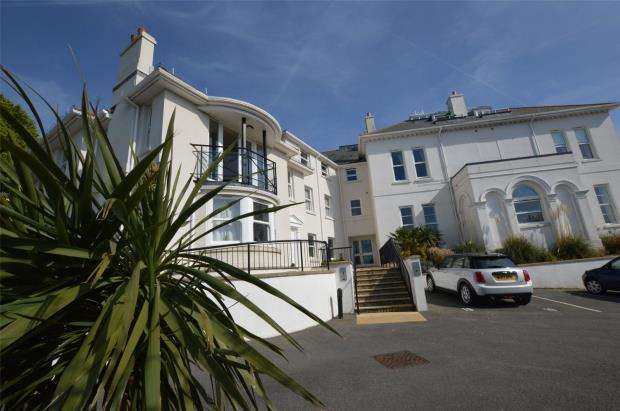 3 Bedrooms Flat for sale in The Bay, Cary Road, Torquay, Devon