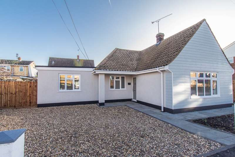 3 Bedrooms Detached Bungalow for sale in Elder Tree Road, Canvey Island, SS8