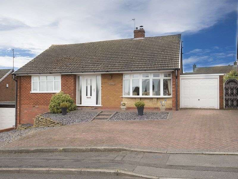 2 Bedrooms Detached Bungalow for sale in Newfield Drive, Kingswinford