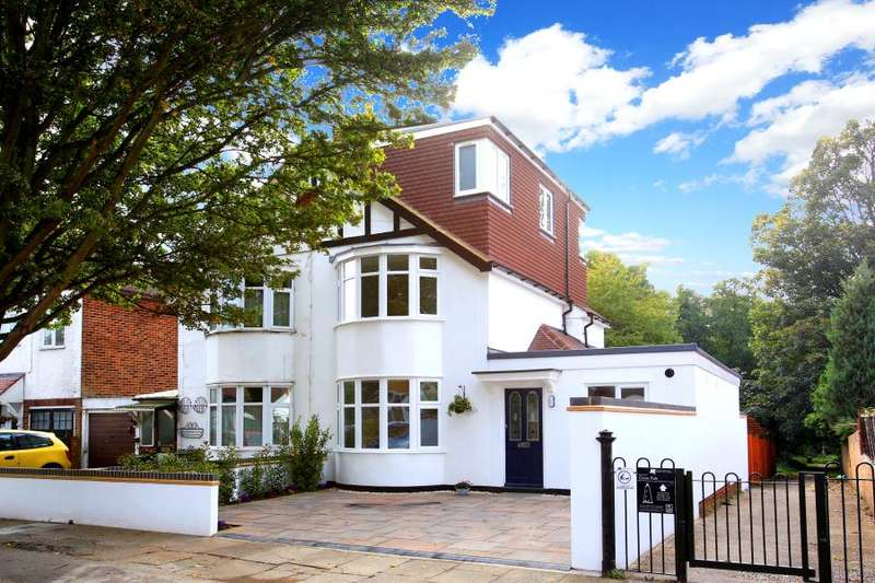 4 Bedrooms Semi Detached House for sale in Ellerman Avenue, Twickenham, TW2