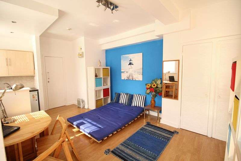Flat for sale in Clarence Place, London