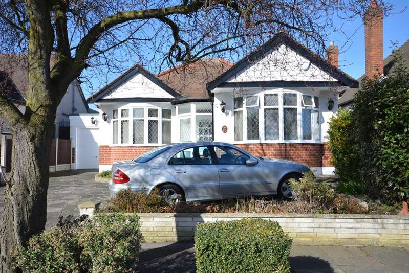 2 Bedrooms Detached Bungalow for sale in Netherpark Drive, Gidea Park RM2