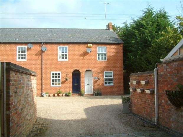 2 Bedrooms End Of Terrace House for sale in Century Mews, Waddesdon, Buckinghamshire. HP18 0JD