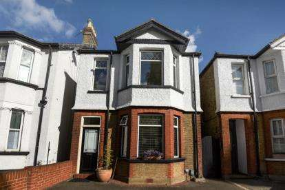 3 Bedrooms Detached House for sale in Crown Lane, Bromley