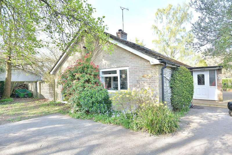 3 Bedrooms Detached Bungalow for sale in Manor Road, Verwood