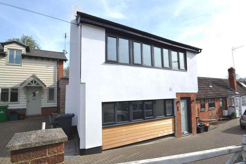2 Bedrooms End Of Terrace House for sale in Hogges Close, Hoddesdon, EN11