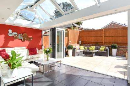 4 Bedrooms Semi Detached House for sale in High Street, Green Street Green, Orpington