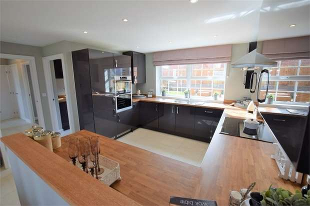 5 Bedrooms Detached House for sale in Main Road, Earls Barton, NORTHAMPTONSHIRE