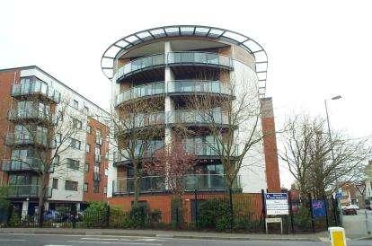 1 Bedroom Flat for sale in 50 Channel Way, Ocean Village, Southampton
