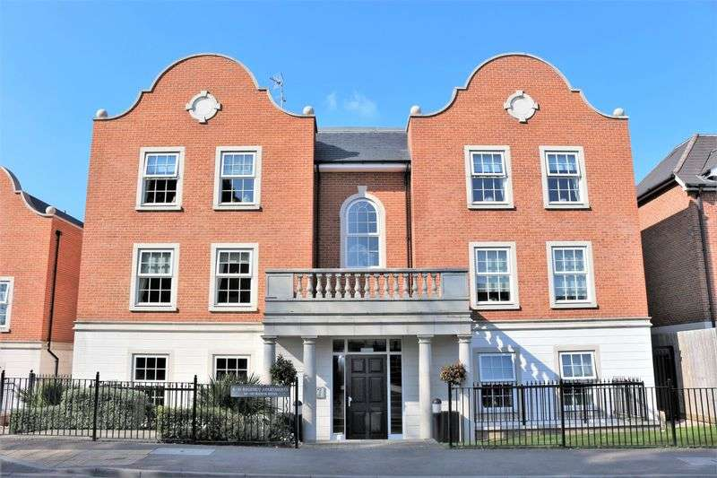 3 Bedrooms Flat for sale in Regency Apartments, 114 - 118 Manor Road, Chigwell