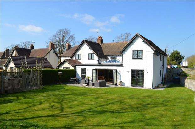 4 Bedrooms Semi Detached House for sale in The Model Village, Long Itchington, Southam, Warwickshire