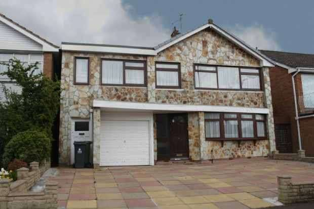 4 Bedrooms Detached House for sale in Newquay Road, Walsall, West Midlands, WS5 3EW