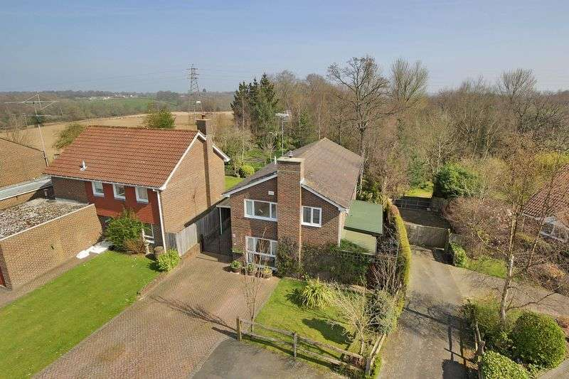 4 Bedrooms Detached House for sale in Hill House Close, Turners Hill