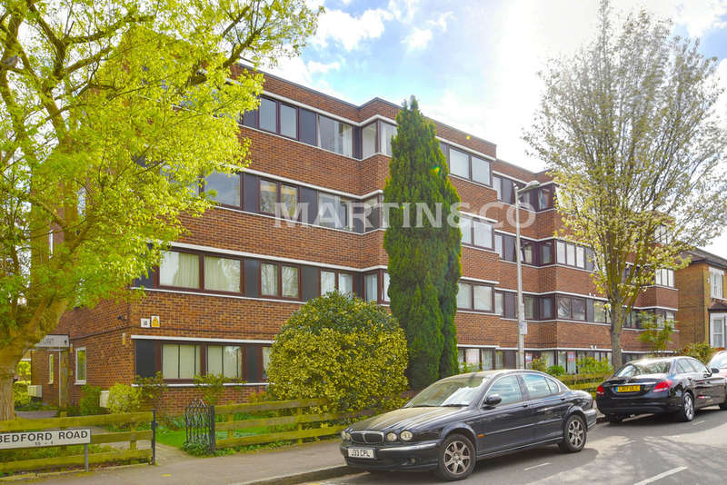 2 Bedrooms Ground Flat for sale in Woburn Court, South Woodford