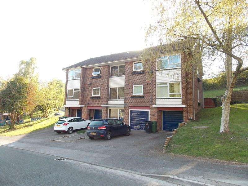 2 Bedrooms Apartment Flat for sale in Starlings Drive, Tilehurst, Reading